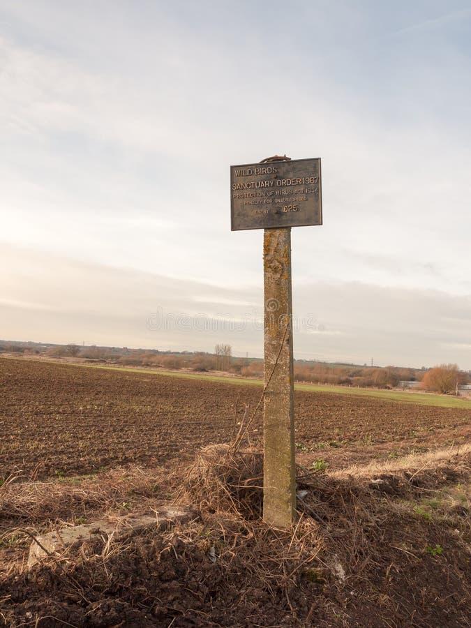 старый античный ретро знак фермы никакое разрешение оштрафовал поле частным pr стоковые фото