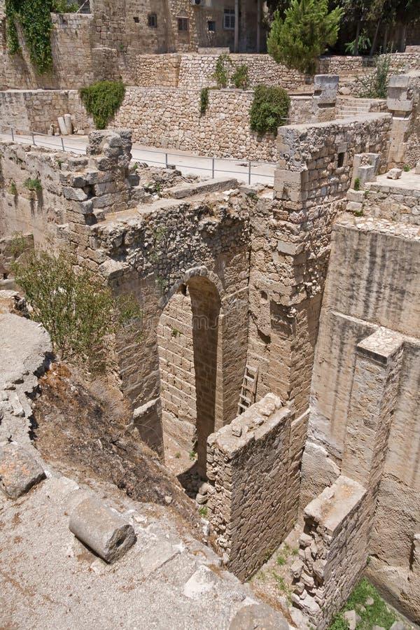 Старый бассейн руин Bethesda в старом городе Иерусалима стоковая фотография rf
