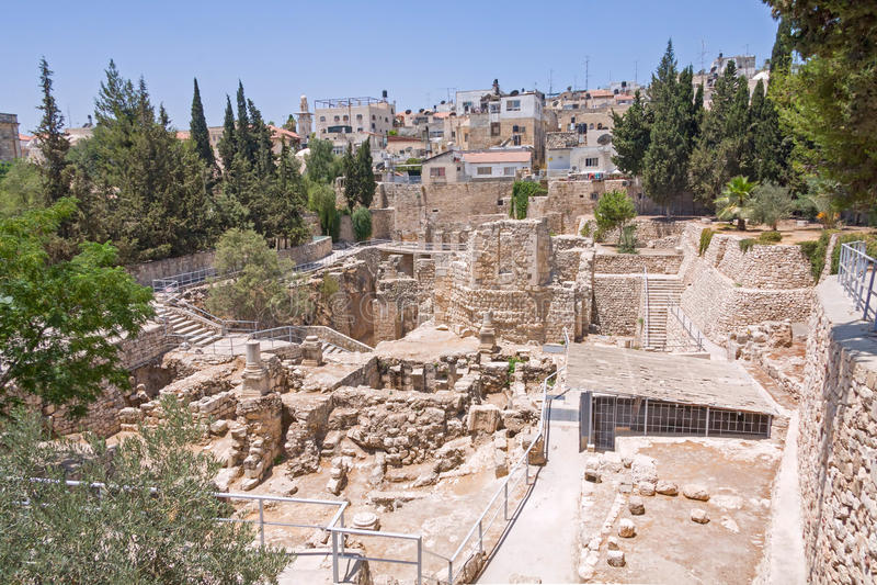 Старый бассейн Bethesda губит город inOld Иерусалима стоковые фотографии rf
