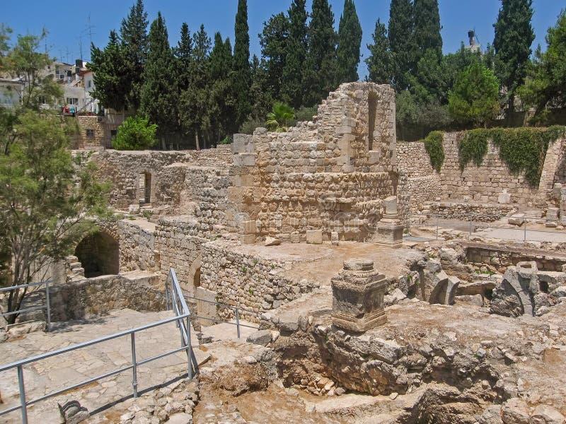 Старый бассейн Bethesda губит город inOld Иерусалима стоковая фотография rf