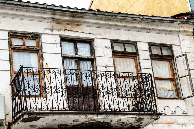 Старый балкон архитектуры стоковая фотография