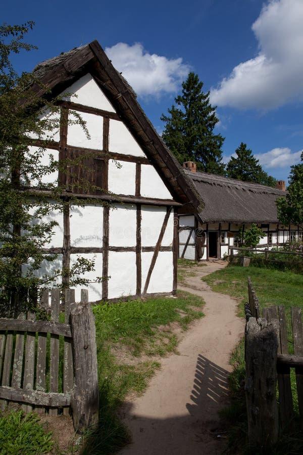 Старый белый загородный дом стоковое фото rf