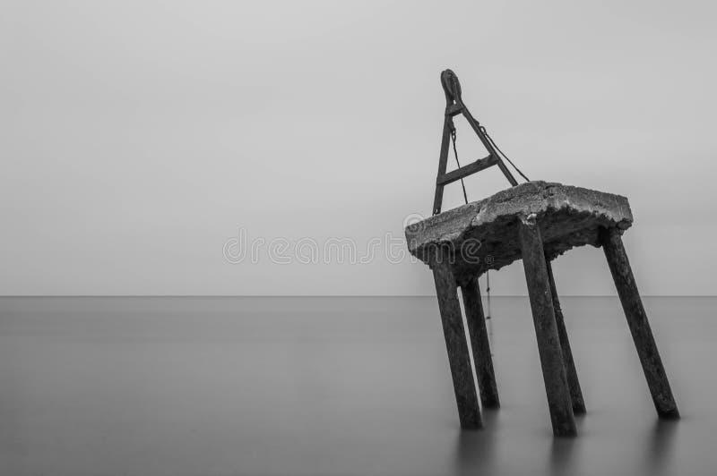 Старый брашпиль рыбацкой лодки моря с очень временем долгой выдержки стоковое изображение rf