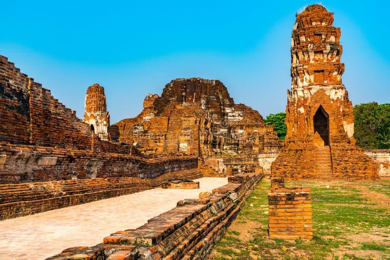 Старый буддийский висок назвал Wat Mahathat в парке Ayutthaya историческом стоковые изображения rf
