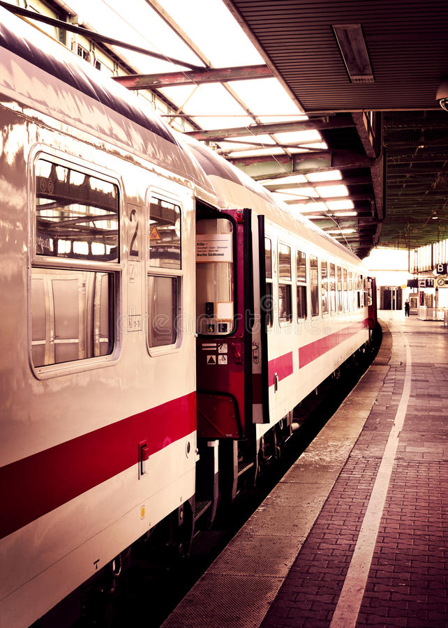 Старый быстроходный поезд стоковое фото rf