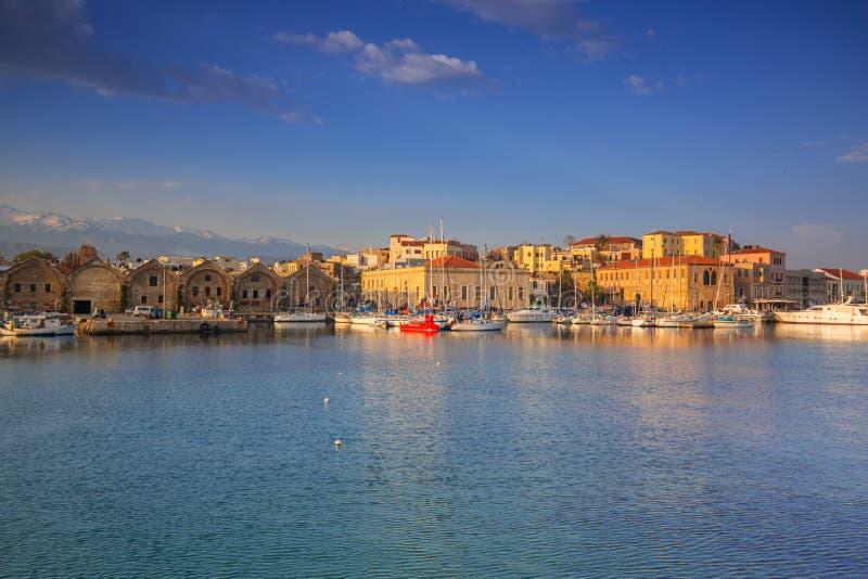 Старый венецианский порт Chania на зоре, Крит стоковая фотография
