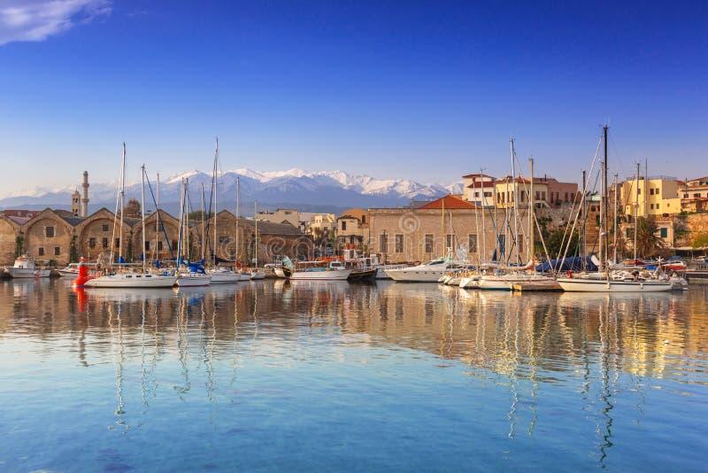 Старый венецианский порт Chania на зоре, Крит стоковое изображение rf