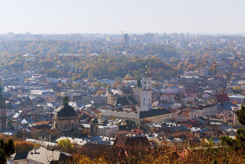 Старый взгляд Львова от высоты, наклон-переноса Славный взгляд древнего города, туристского места стоковые изображения