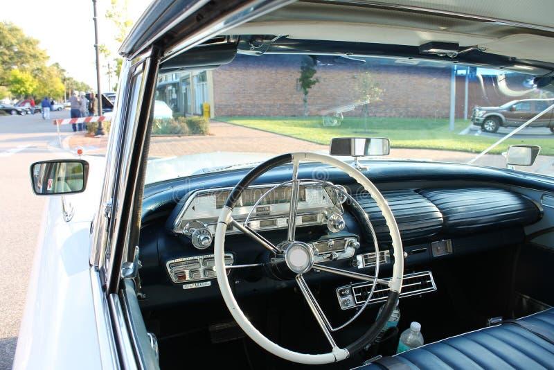 Взгляд старого автомобиля Меркурия нутряной стоковые фотографии rf