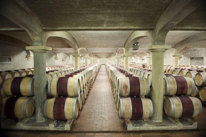 Старый винный погреб в замке Pichon Longueville, Бордо, Франции стоковое фото rf