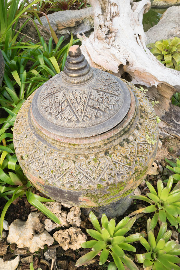 Старый винтажный глиняный горшок стоковые фотографии rf