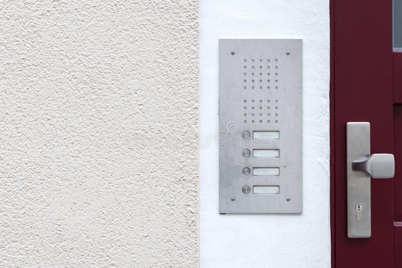 Старый винтажный дверной звонок с внутренной связью стоковое фото rf