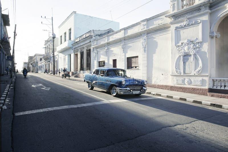 Старый винтажный классический американский автомобиль в Trinidada, Кубе стоковая фотография rf