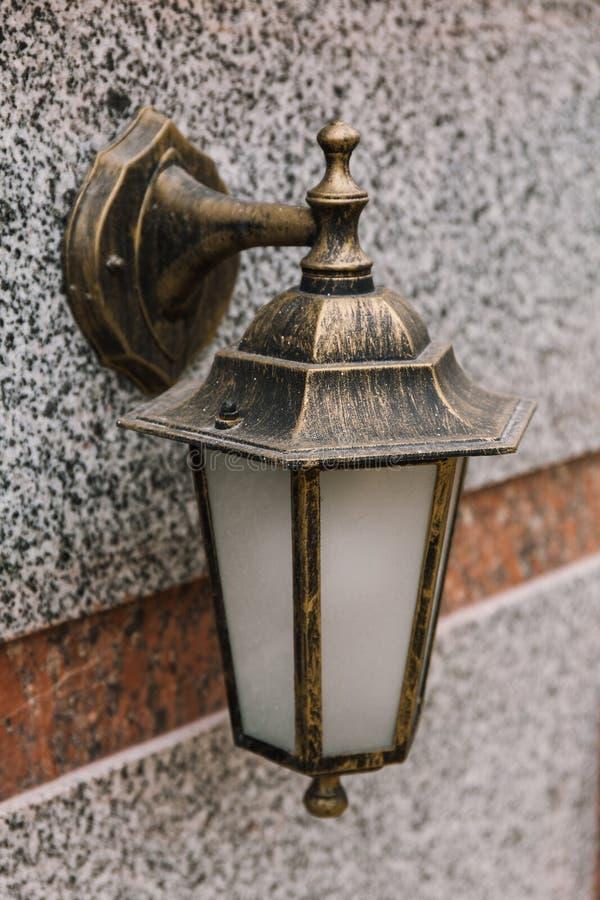 Старый винтажный уличный фонарь фонарик стоковая фотография rf