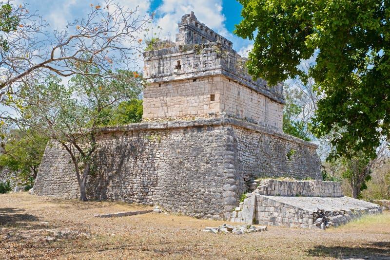 Старый висок в джунглях на старом майяском городе Chichen Itza стоковая фотография rf