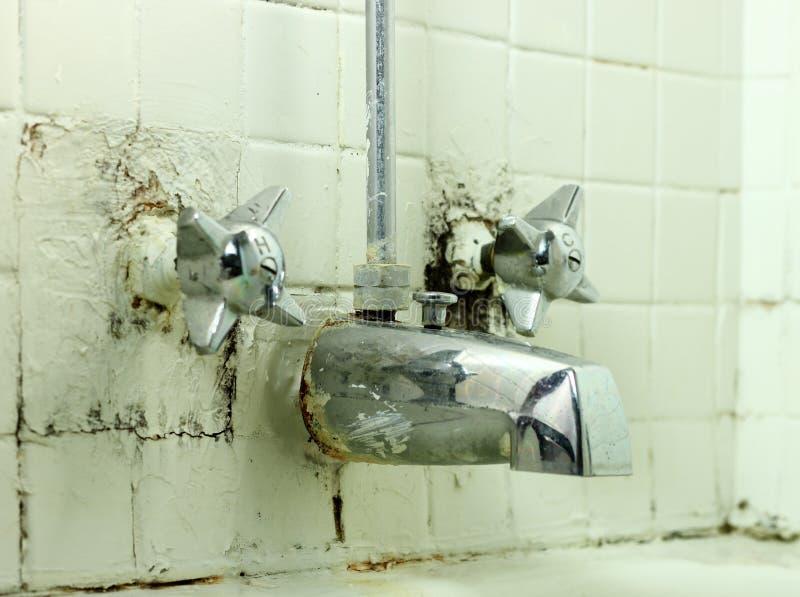 Старый гадостный Faucet стоковая фотография