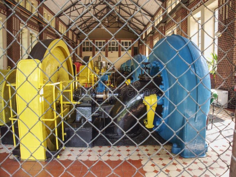 Старый генератор двигателя воды, деталь в электрической станции воды стоковое фото rf