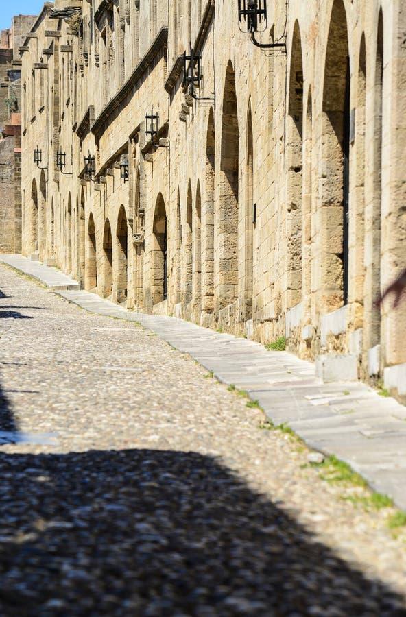 Старый городок в Родосе Греции - дворец гроссмейстера рыцарей Родоса средневековый замок в городе Родоса стоковая фотография rf