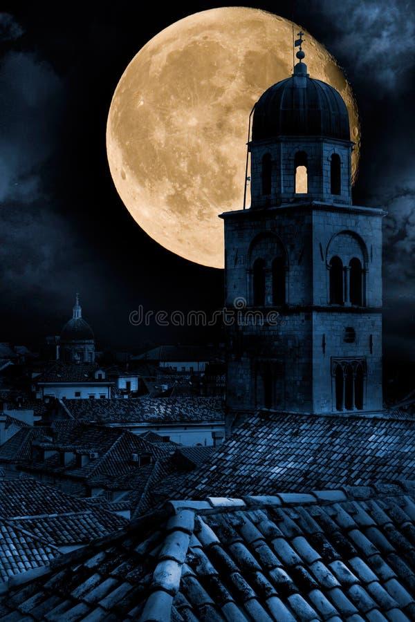 Старый городок Дубровник на ноче стоковые фотографии rf