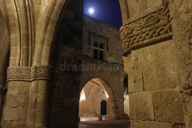 Старый городок под луной стоковая фотография