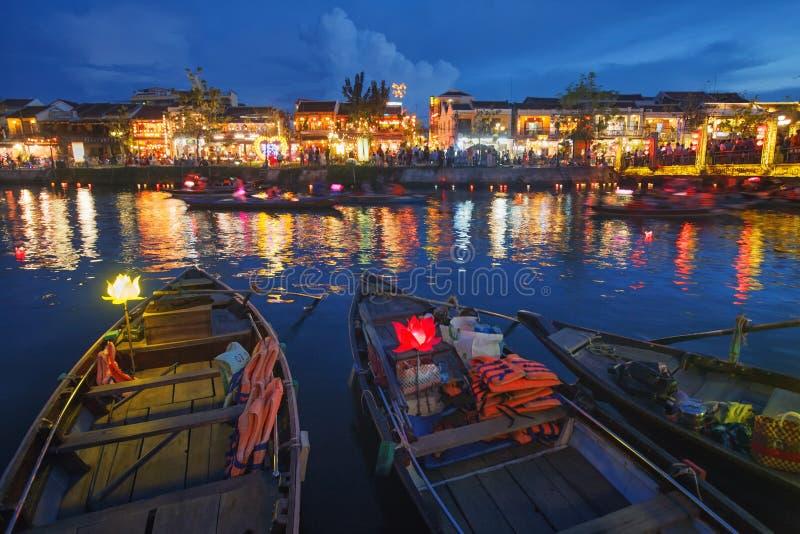 Старый городок Hoi на волшебном голубом часе стоковые фотографии rf