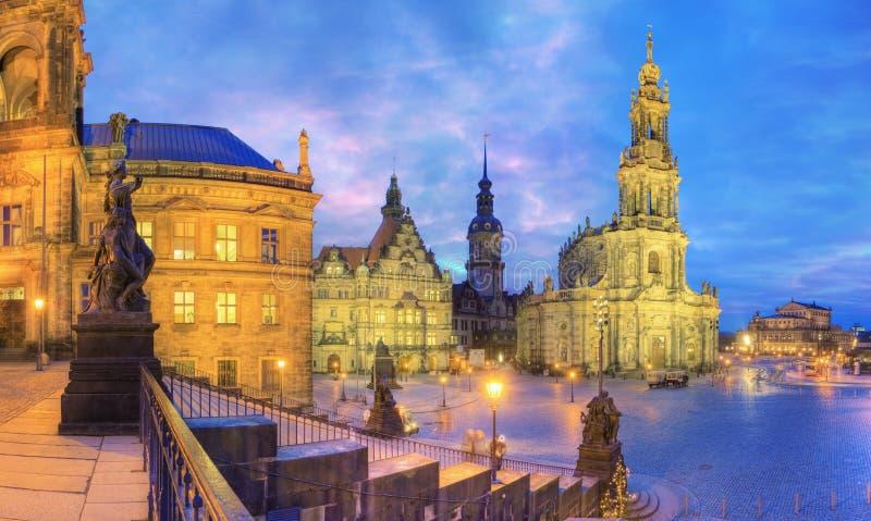 Старый город Дрездена на сумраке стоковая фотография