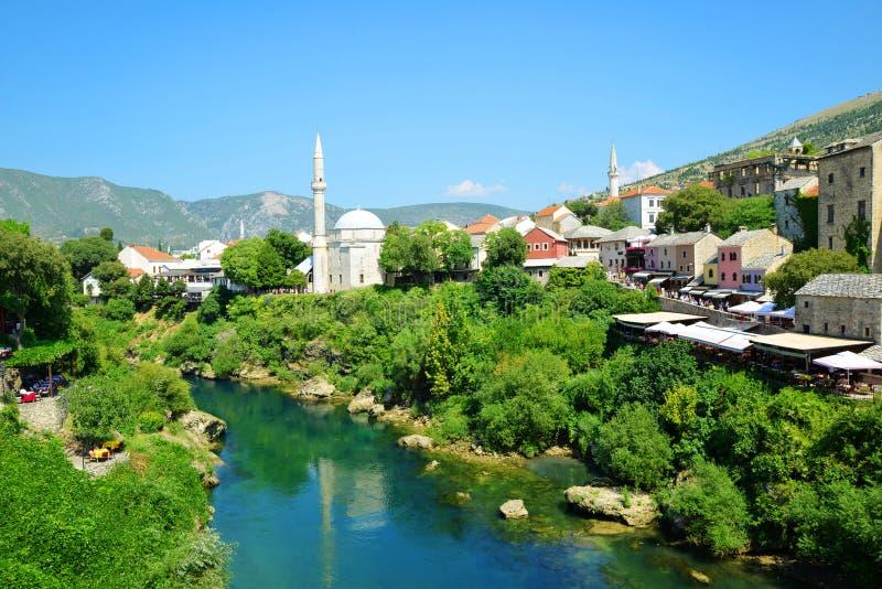 Старый город Мостар с рекой Неретва, Босния и Герцеговина стоковые изображения rf