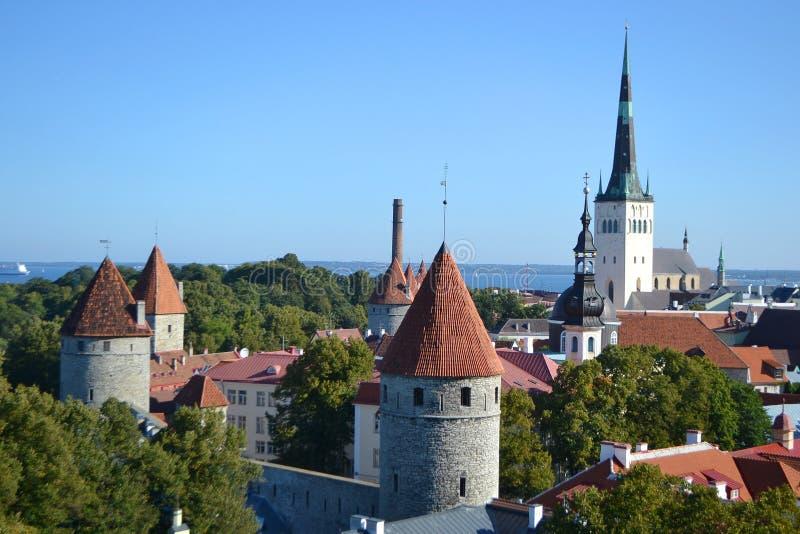 Download Старый городок в Таллине стоковое изображение. изображение насчитывающей ландшафт - 33739173