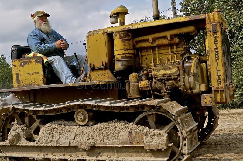 Старый гусеничный трактор стоковые изображения rf