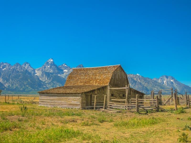 Старый деревянный амбар большое Teton стоковые фотографии rf