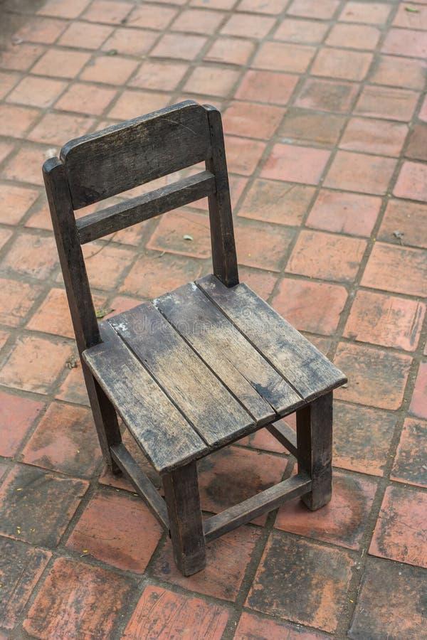 Старый деревянный стул стоковая фотография rf