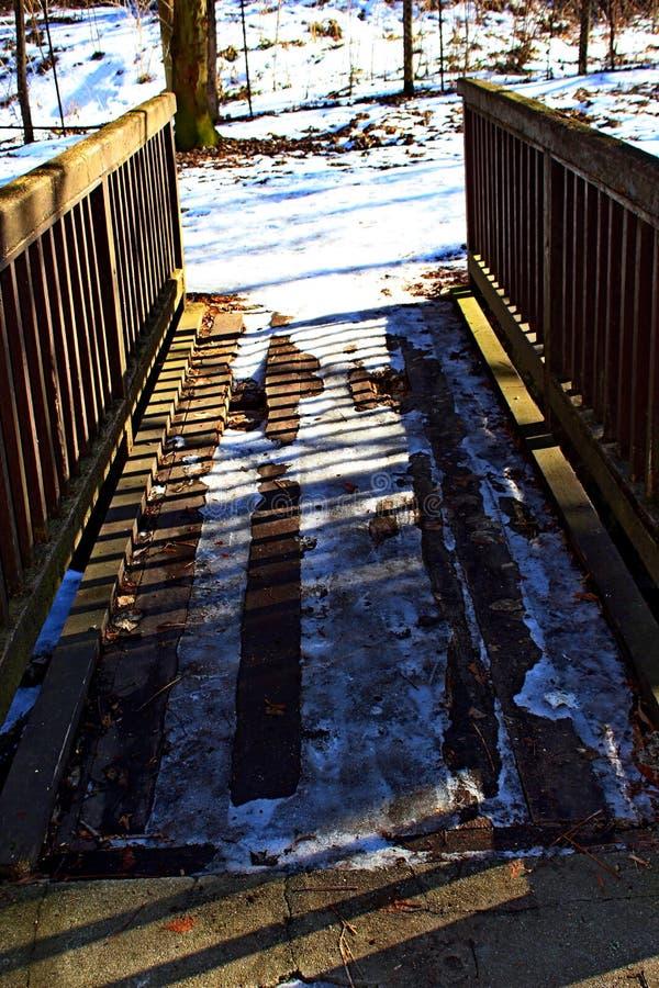 Старый деревянный footbridge для туриста стоковое фото rf