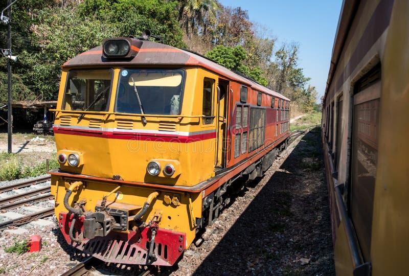Старый дизельный электрический локомотив стоковая фотография