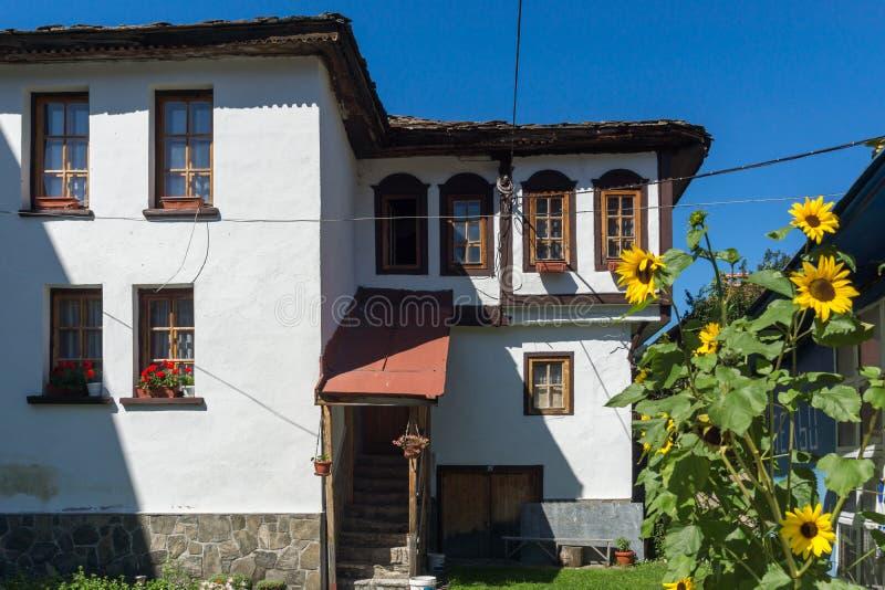 Старый дом в центре города Chepelare, регионе Smolyan, Болгарии стоковая фотография