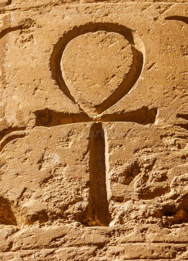 Старый египетский иероглифический символ Ankh стоковые фотографии rf