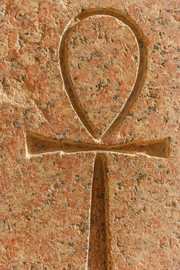 Старый египетский иероглифический символ Ankh стоковое фото