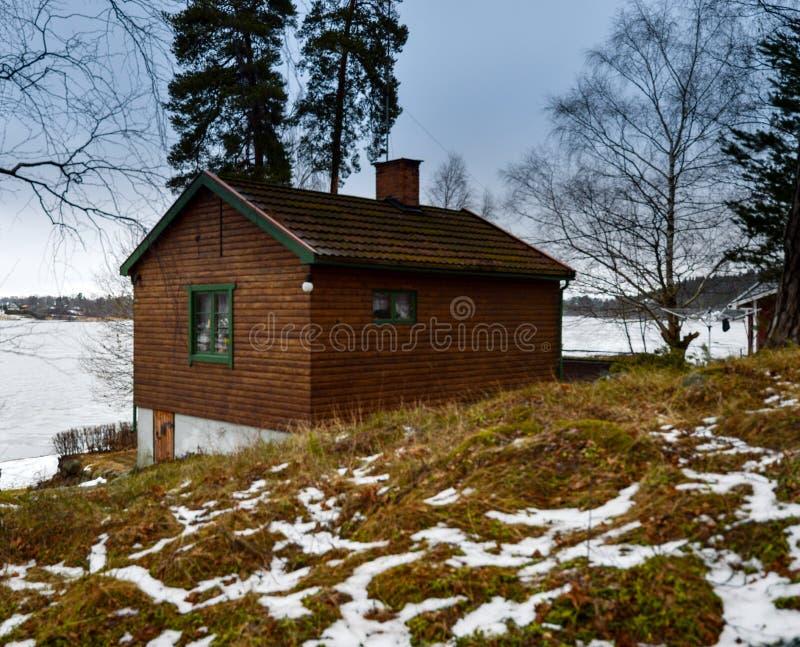 Старый деревянный дом в Швеции стоковые фотографии rf