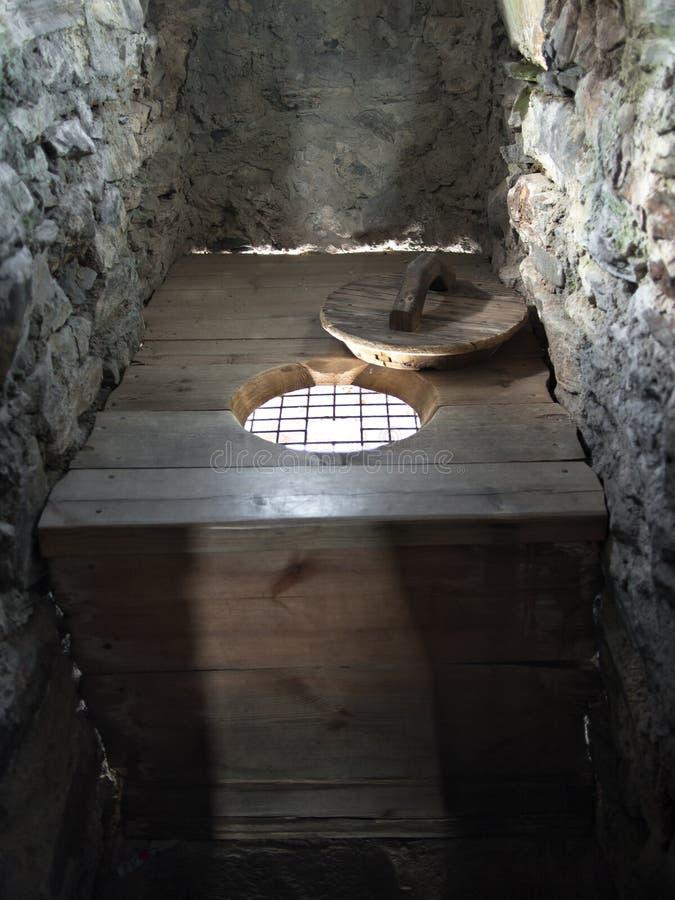 Старый деревянный туалет стоковая фотография rf