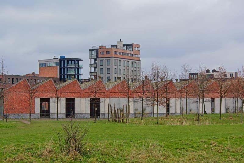 Старый железнодорожный склад в парке города Noord spoor парка, Антверпене стоковая фотография rf