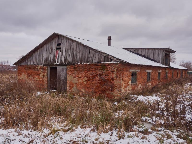 Старый загубленный амбар стоковые фото