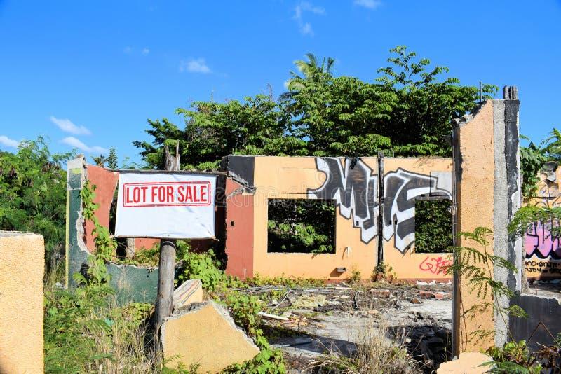 Старый загубленный дом для продажи ashurbanipal стоковое фото rf