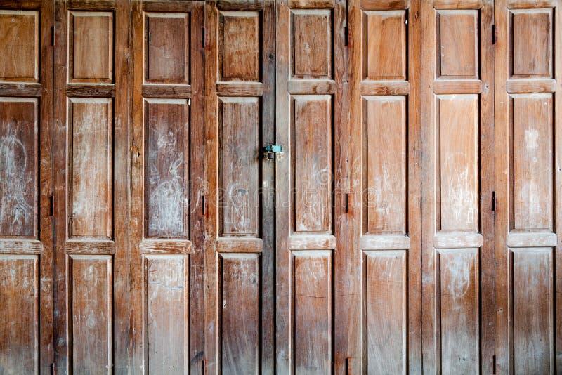 старый закрытый и забытый вход стоковая фотография rf
