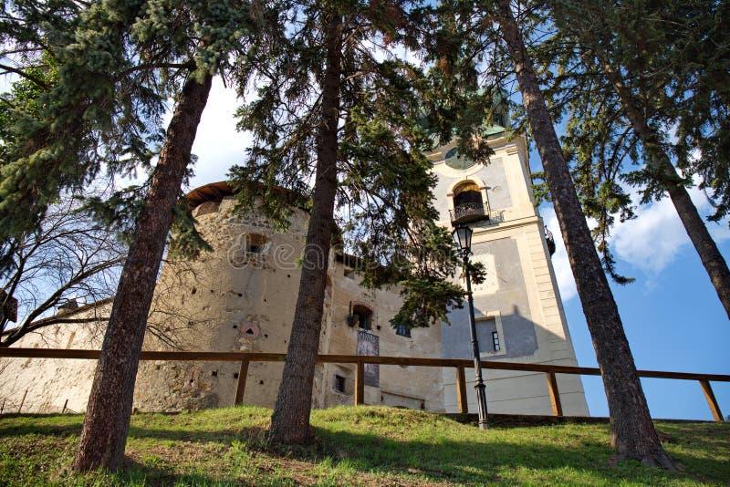 Старый замок в Banska Stiavnica, Словакии в солнечном летнем дне стоковое изображение rf