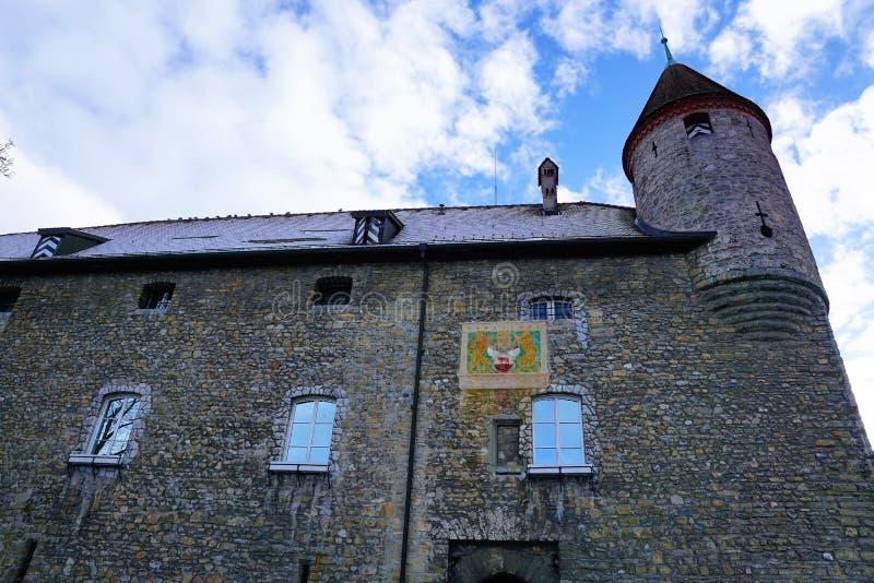Старый замок в bulle в грюйере в южной Швейцарии стоковое фото