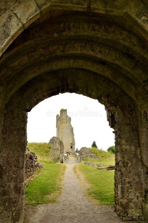 Старый замок в Helmsley - ориентир ориентирах северного Йоркшира стоковое изображение