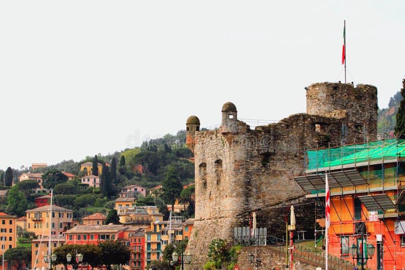 Старый замок и город margherita santa ligure Италии стоковое изображение rf