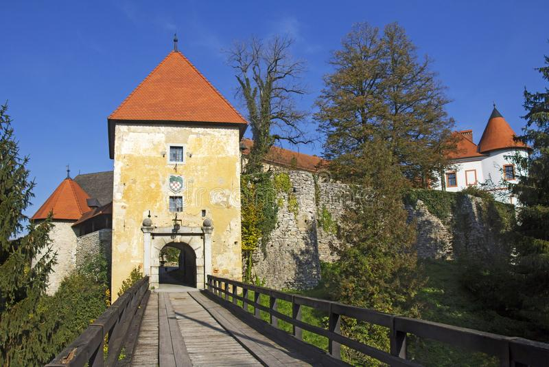 Старый замок Ozalj в городке Ozalj стоковое фото rf