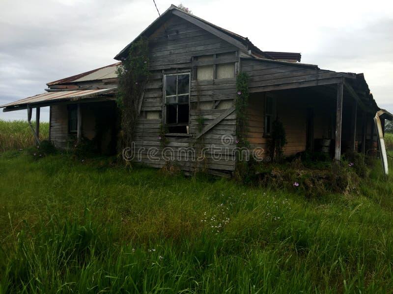Старый засуженный преследовать дом стоковое фото rf