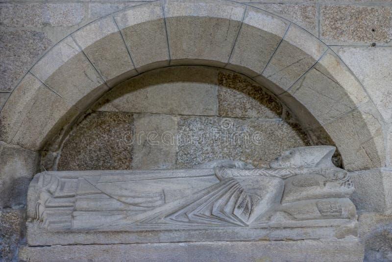 Старый, захоронение в камне христианского епископа в внутреннем o стоковые изображения