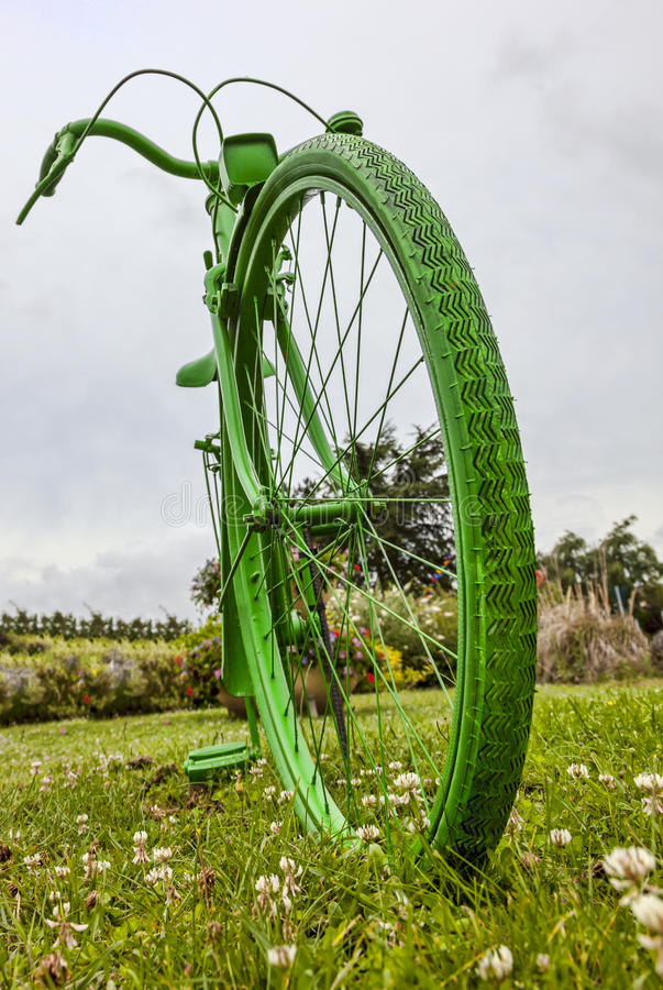 Старый зеленый велосипед стоковые изображения rf